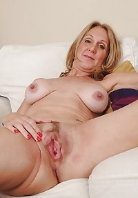 MATURE AND GRANNIES 85
