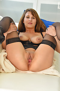 Mature skank playing with herself