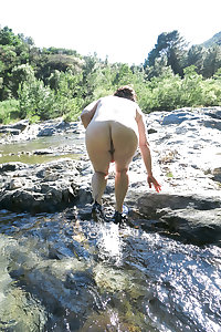 Mitoo: a mature whore nude in nature