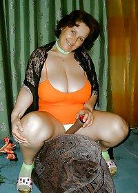 Beautiful granny ( Big natural tits )