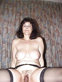 Plumpy mature slut fucks herself with toys