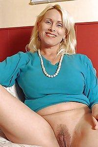 Moms I Wanna Lick VI