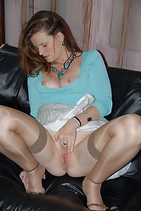 Matures,Milfs, and Wivs squatting and spread 1