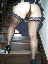 MILFS & MATURES IN STOCKINGS & LINGERIE