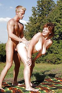 SEXy MATURE MILF FUCKING MATURE JORNY FRIENDS OF HER SON